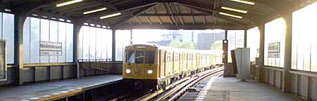 Hochbahnhof Möckernbrücke, Berliner U-Bahn